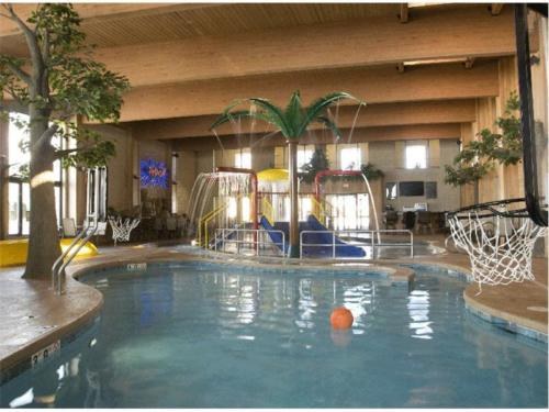 Custom Commercial Concrete Indoor Pool, Comfort Suites, Green Bay, Wisconsin