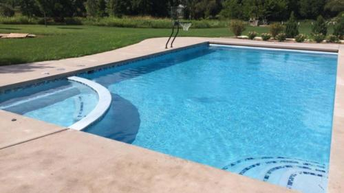 Pools-IngroundConcretePools-Custom-20x40-Pool-Spa-Combo-BellaBlue-Pebble-Fina-CTGL619-Tile-Basketball-Auto-Cover-DePere-Wisconsin